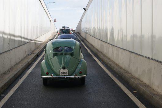 Mediante el puente subterráneo de la vía de cintura accedemos a la carretera vieja de Sineu.